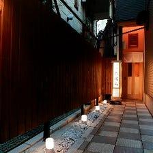 裏路地に佇む、京都を思わせる隠れ家