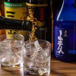 日本酒は4種類、焼酎は約15種類を常時取り揃えています