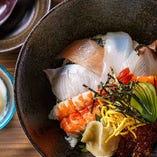 毎朝、長崎県内で水揚げされた、獲れたての旬魚を厳選仕入れ