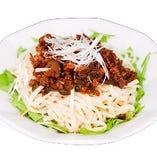 辛味と甘味が堪能できる『ジャジャン麺』は女性に人気の一品