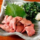 【鶏刺し】 低温加熱調理でご提供する鶏レバー刺しは絶品