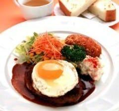 ライス・スープ付 ¥890(税込935) 蟹クリームコロッケ最高です