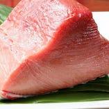 豊洲市場より仕入れる、こだわりの新鮮魚介類
