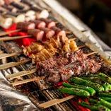 朝引き国産鶏を伊豆の天然塩と備長炭で焼き上げております