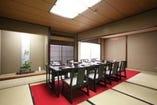 4~12名様までの個室にて テーブル・椅子席がご用意できます