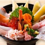豪快に海の幸を乗せた歌舞伎丼!
