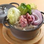 白濁スープが絶品の名物・鶏の水炊き鍋