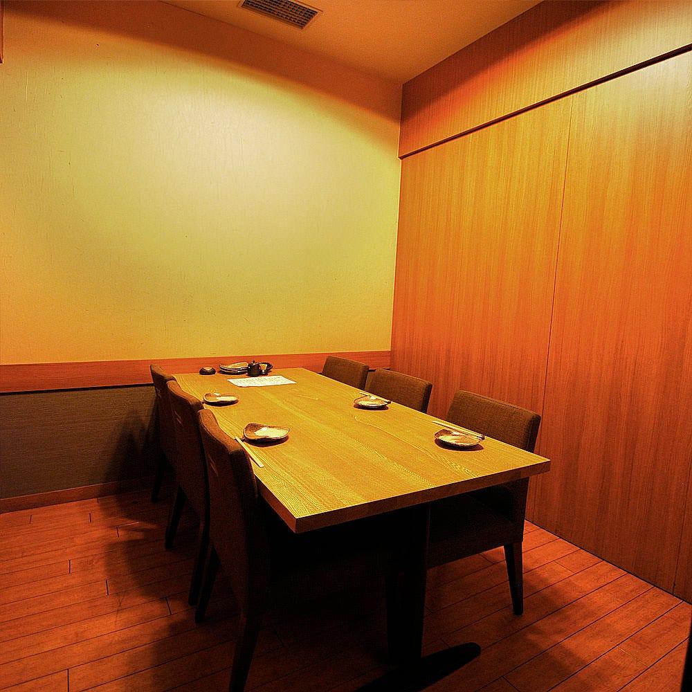 6名様まで利用可能なテーブル個室