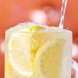 生しぼりレモンサワーなどちょっと贅沢なサワーもあります。