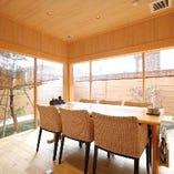 明るく清潔感のあるテーブル席は、ご家族でのご利用もおすすめ。