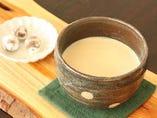 地元産茶葉で淹れるほうじ茶ラテ