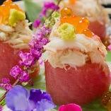 カニいくらトロの三食手毬寿司