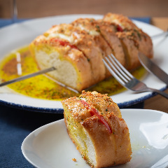 【定番】モッツァレラチーズとトマトの串焼きガーリックトースト