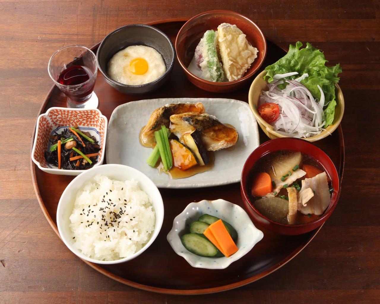 【おすすめ】健康バランス定食 1,380円