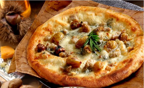 4種チーズと焼き栗のピザ 1,480円