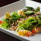 キヌアと6種穀物の季節野菜サラダ ホワイトバルサミコのヴィネグレット