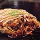もちもちの食感が特徴の極太麺を使用!モダン焼き