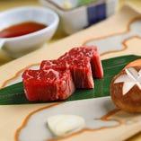 中納言では伊勢海老以外に「国産牛フィレ肉の石板焼き」「ローストビーフ」など多彩なお肉メニューも