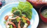 エビとブロッコリーのサラダ御膳 950円