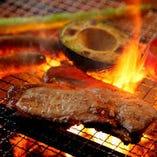 希少・梅山豚(メイシャントン)をじっくり炭火で焼き上げます
