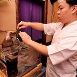 業務用鰹節削り機で枕崎の鰹を1ミクロンの厚みに削る