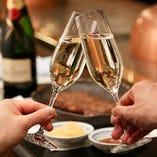 約40種の厳選ワインやプレミアムウイスキーなど豊富にご用意