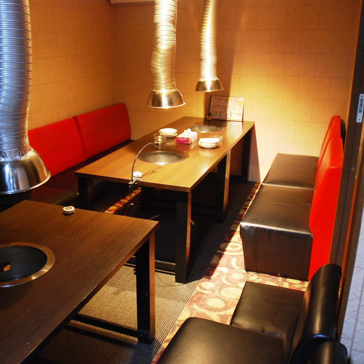 テーブル席・完全個室(壁・扉あり)・16名様まで