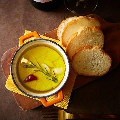■カマンベールチーズのアヒージョ