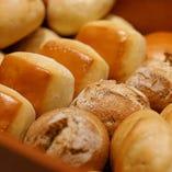 ≪選べるランチ≫こだわりのパンも毎日数種類ご用意してます。