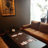 シックな大人空間のソファー席完全個室(~6名様×3部屋)