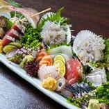 しずまえ鮮魚の刺身盛り合わせは、旬の地魚が季節を物語る逸品
