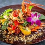 季節の食材を使った月替わりの創作的タイ料理コースも。