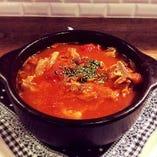 カジョス(モツのトマト煮)