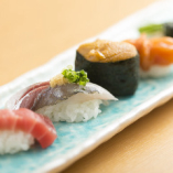 お寿司は1カン100円(税抜)から。お気軽にご注文ください
