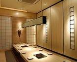 可動式パーテーションの 宴会個室。最大56名対応!