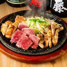 鹿児島県が誇る三つの黒の溶岩焼き盛り合わせ(黒牛、黒豚、黒さつま鶏)