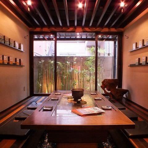 京都の書斎イメージの半個室。囲炉裏下にはビー玉、最大18名様。