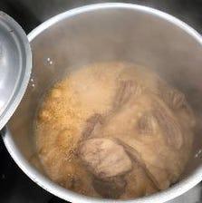 長時間煮込んだチャーシューを角煮で