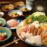 ちひろ鍋 風味豊かなカニを筆頭に、鶏肉、豚肉、海の幸…など、具だくさんの名物鍋です