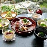 会席 紀の川 季節を五感でご堪能いただける正統派の日本料理。ご家族様とのお食事にもぜひ