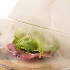 桜薫る鮮魚のスモークカルパッチョ