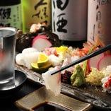 約30種の厳選の地酒と鮮魚に酒肴