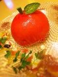 真っ赤なリンゴのケーキ