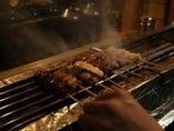 炭火で焼き上げた焼き鳥はなんと130円から!