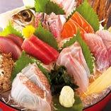 旬に鮮度に拘って産地直送のその日一番の鮮魚を仕入れています♪
