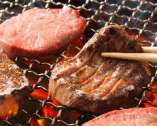当店人気の「厚切り13mm牛たん炭火焼」本場仙台仕込みです。