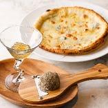 ベルパクノールアルトチーズをスライスして召し上がれ「チーズと蜂蜜のピザ」