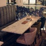 片側ソファ席はママ友とのお茶会や気心の知れた友人とのディナーに