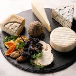 世界各国から季節ごとに美味しいチーズを直輸入することで、希少なチーズをふんだんにお楽しみいただけます