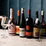 厳選ワインは50種類以上を常備。オーガニックワインも多数ございます